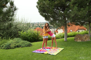 Alexis Brill, Gina Gerson in Frisbee Foreplay