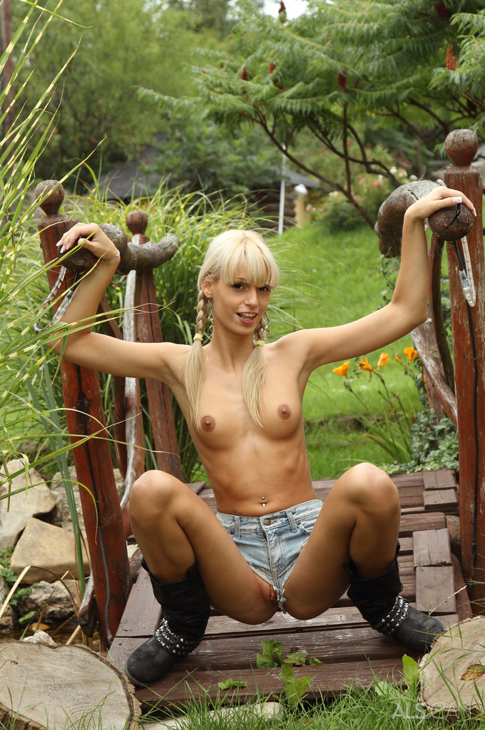 Blue Angel, Erica Fontes In Country Girl-4376