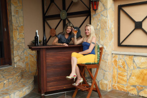 Gina Gerson, Lola Taylor in From Russia with Love