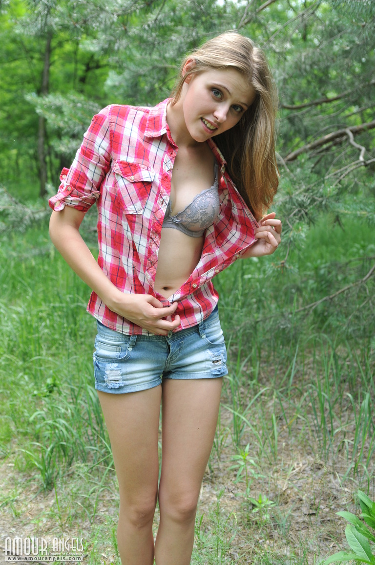 show me hot naked girls