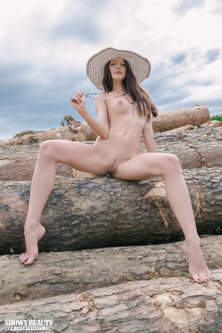 Horny Chick Outdoors-5332