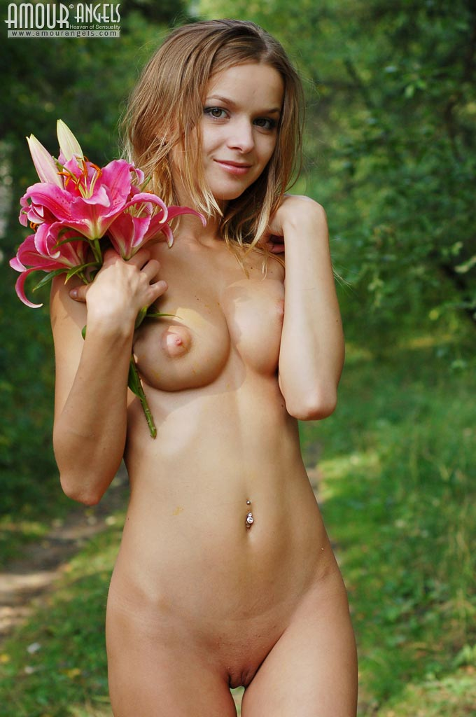 Top 10 Naked Girls