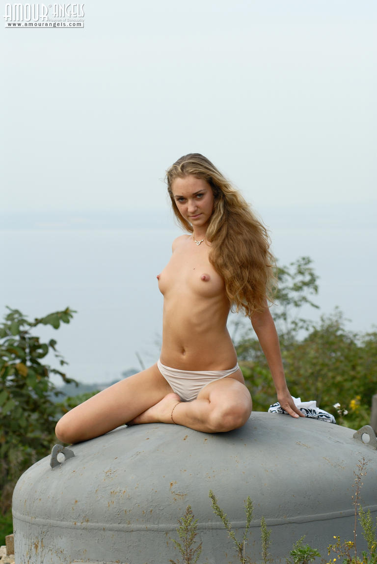 Long-Haired Teen-2689