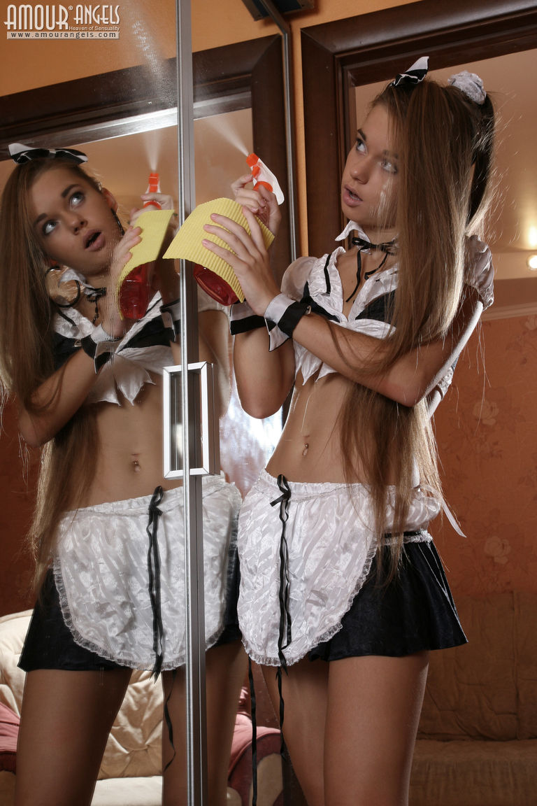 naked sexy women in maid outfits