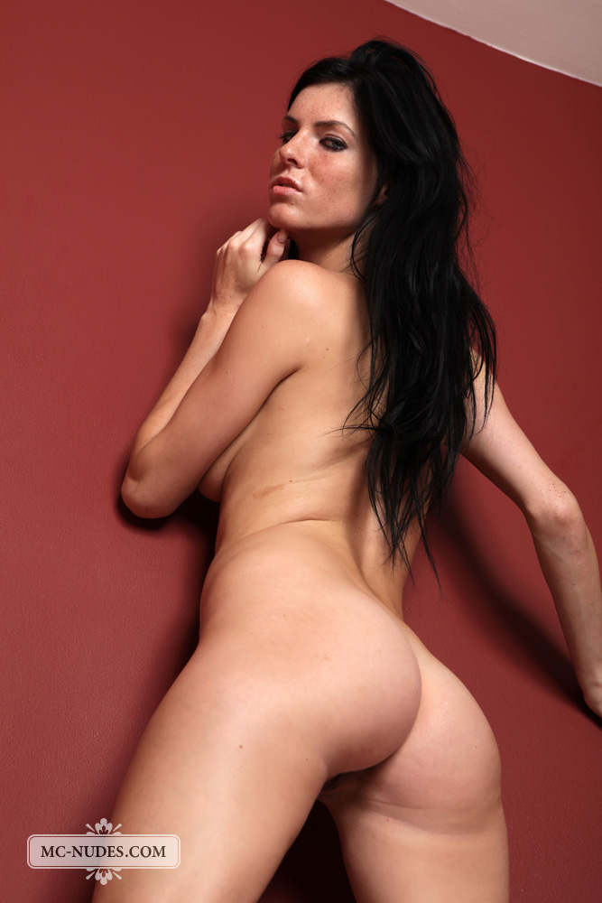 Babe showing off her oiled ass 3