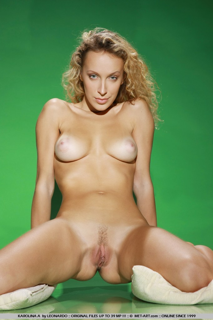 MetArt Karolina A in Lime by Leonardo