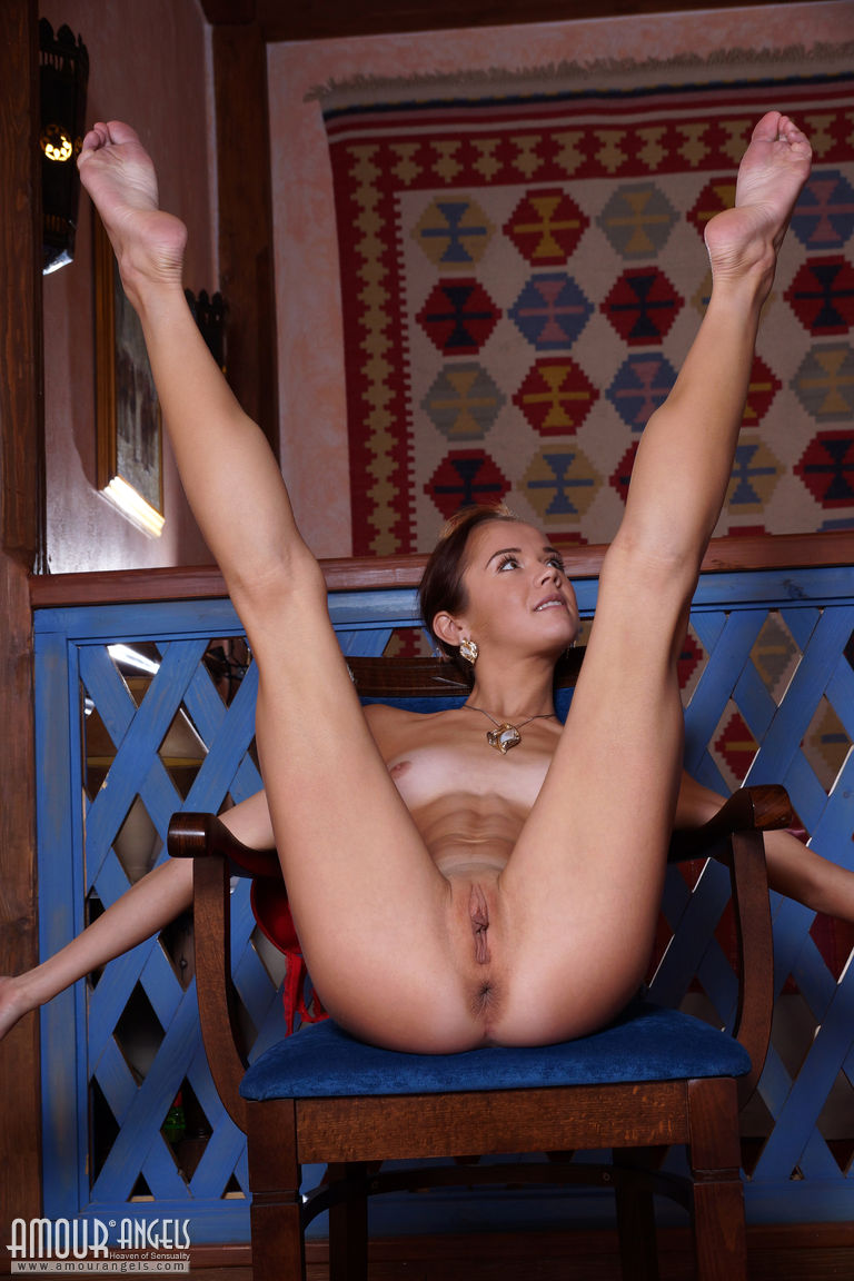 Flexible Babe Spreading Her Legs Wide-3659