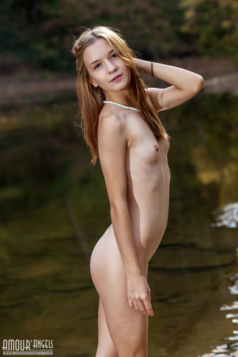 Girl Posing Naked Outdoors-9515